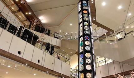 AEON MALL新小松商場內的九谷燒花碟裝飾