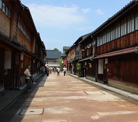 只有在金澤東茶屋街才能體驗得到的江戶風情,還有許多和風雜貨和咖啡店值得來逛逛
