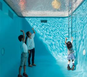 金澤21世紀美術館傳說中必拍的經典泳池下照片