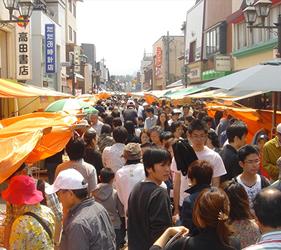 能享受到滿滿新鮮海鮮食材的輪島朝市