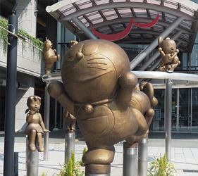 一出車站就可以看到哆啦A夢的蹤影