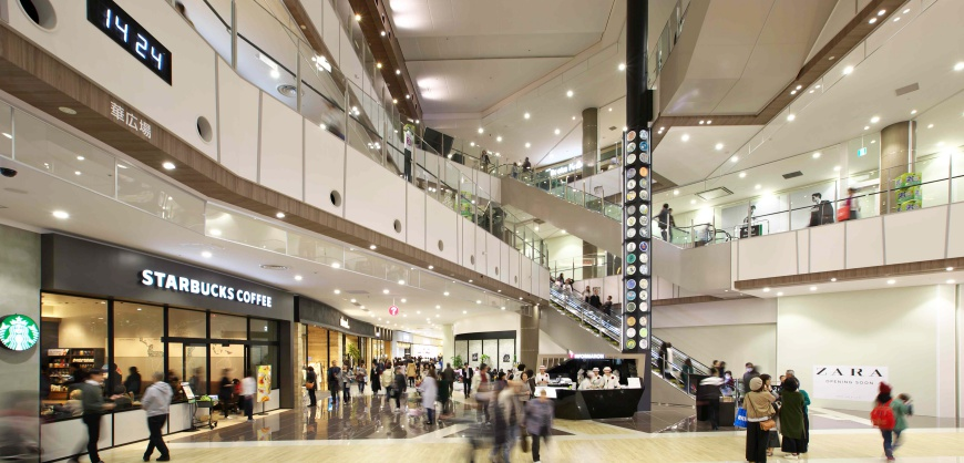 AEON MALL新小松的購物空間舒適,走道寬敞