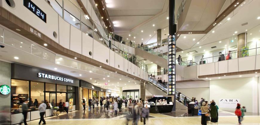 AEON MALL新小松的购物空间舒适,走道宽敞