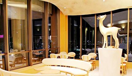 金澤推薦住宿旅館飯店 HOTEL WING INTERNATIONAL Premium金沢駅前天空藝廊雕刻家土屋仁応雕刻藝術作品「羚羊」