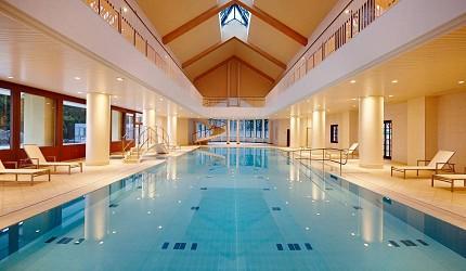 日本新潟「樂天新井度假村」(ロッテアライリゾート)的豪華泳池