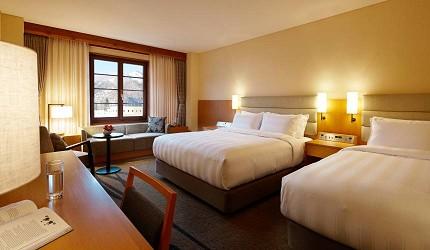 日本新潟「樂天新井度假村」(ロッテアライリゾート)的住宿棟的高級家庭雙床房