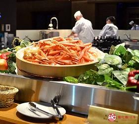 日本新潟「樂天新井度假村」(ロッテアライリゾート)的和食自助餐餐廳「朝日」的帝王蟹吃到飽