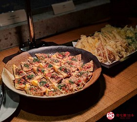 日本新潟「樂天新井度假村」(ロッテアライリゾート)的和食自助餐餐廳「朝日」的迷你大阪燒