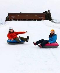 日本新潟「樂天新井度假村」(ロッテアライリゾート)的冬天雪上甜甜圈