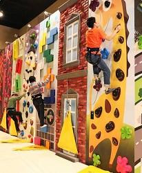 日本新潟「樂天新井度假村」(ロッテアライリゾート)的「Play Ground」的Fun Wall