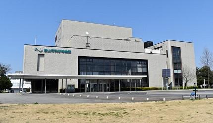 在富山市中多个观光热点中穿梭的有轨电车会途经的富山市科学博物馆