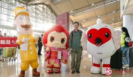 國泰港龍航空正式推出香港直飛日本新潟航線在機場的記者會上的吉祥物