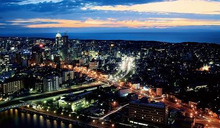 日本自由行新潟四日三夜行程中推介朱鷺國際博覽中心展望室眺望到的新潟市內夜景